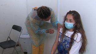 Covid-19 : la vaccination ouverte aux 12-18 ans dès le 15 juin (FRANCE 2)