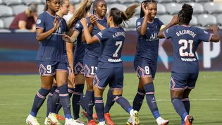La joie des Parisiennes, vainqueures de Fleury dimanche 29 août. (TIM NWACHUKWU / GETTY IMAGES NORTH AMERICA / AFP)