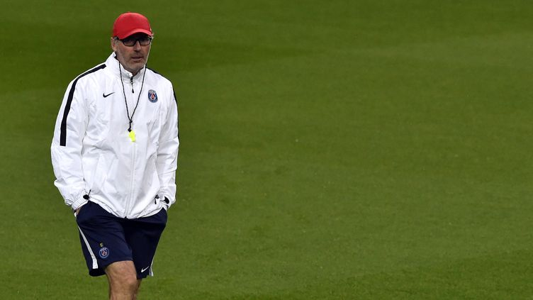 """Laurent Blanc """"discute"""" avec les dirigeants du club pour continuer l'aventure au PSG  (GERARD JULIEN / AFP)"""