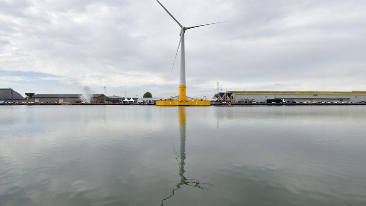 La première éolienne en mer de France est inaugurée à Saint-Nazaire (Loire-Atlantique), le 13 octobre 2017. (LOIC VENANCE / AFP)