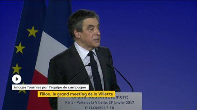 """""""Je veux remettre de l'ordre dans le chaos français"""", lance Fillon en meeting à Paris"""