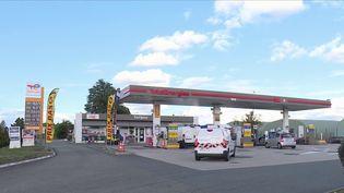 Alors que le prix de l'essence est un sujet omniprésent dans la vie des Français, beaucoup disent se procurer la leur en grande surface, car moins chère. Mais la qualité est-elle altérée ? (CAPTURE D'ÉCRAN FRANCE 3)