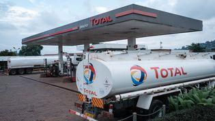 Station-service Total à Kampala, en Ouganda, le 28 janvier 2020. (YASUYOSHI CHIBA / AFP)