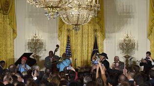 Invité par Barack Obama, le Buena Vista Social Club se produit sous les ors de la Maison Blanche, le 15 octobre 2015.  (Susan Walsh/AP/SIPA)