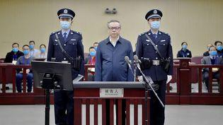 Une photo deLai Xiaomin,ancien patron du conglomérat financier China Huarong, lors de son procès àTianjin (Chine), le 11 août 2020. (SECOND INTERMEDIATE PEOPLE'S COURT OF TIANJIN / AFP)