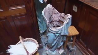 Une statue de Vierge à l'enfant vandalisée dans l'église de Houilles (Yvelines) (CAPTURE ECRAN FRANCE 2)