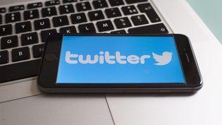 """Twitter va durcir ses conditions d'utilisation pour mieux lutter notamment contre la """"nudité non consentie"""" et le harcèlement, a-t-il indiqué mardi soir. (MAXPPP)"""
