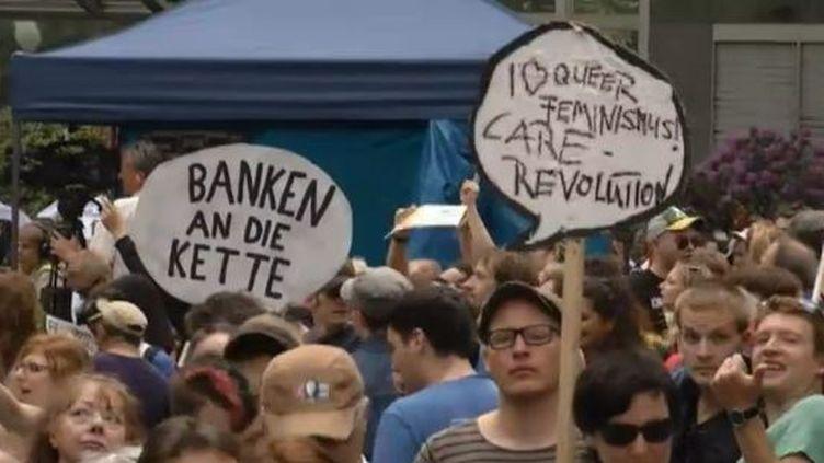 Manifestation à Francfort (Allemagne), siège de la BCE, contre les mesures d'austérité mises en oeuvre pour lutter contre la crise de la dette dans la zone euro, le 19 mai 2012. (FTVI / REUTERS)