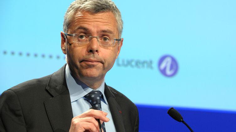 Le directeur général d'Alcatel-Lucent, Michel Combes, le 7 mai 2013, à Paris. (ERIC PIERMONT / AFP)