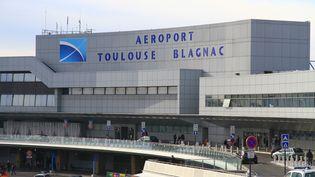 L'entrée de l'aéroport Toulouse-Blagnac, en 2013. (J-M EMPORTES / AFP)