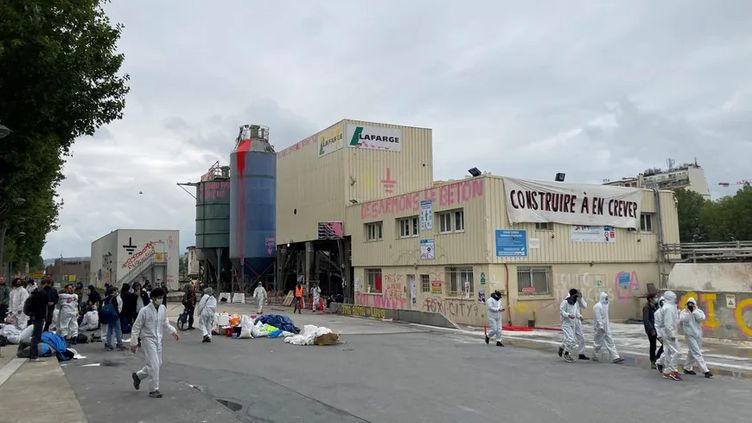 L'usine Lafarge du 15e arrondissement de Paris occupée par les militants d'Extinction Rébellion. (Emmanuel Grabey (France Bleu Paris))