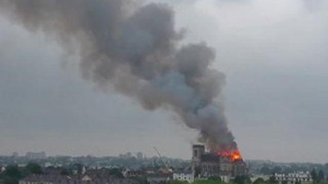 Nantes : la basilique Saint-Donatien en partie ravagée par les flammes
