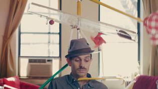 Le youtubeurJoseph Herscher dans l'une de ses vidéos pour sa chaîne Joseph's Machines. (JOSEPH'S MACHINES / YOUTUBE)