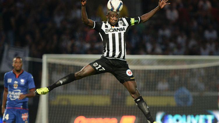 Le milieu angevin Cheikh N'Doye lors du match entre son équipe et Nice, le 29 août 2015. (JEAN-SEBASTIEN EVRARD / AFP)