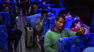 Des Vénézuéliens migrent vers le Pérou, via un couloir humanitaire mis en place par l'Equateur, le 24 août 2018. (LUIS ROBAYO / AFP)
