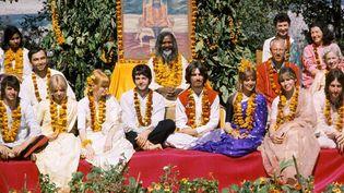 Les Beatles pendant leur retraite auprès du gourou Maharishi Mahesh Yogi.  (MARCELA GUTIÉRREZ / NOTIMEX / AFP)