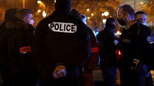 Une manifstation de policiers Place de l'Etoile à Paris, le 14 décembre 2020. (GEOFFROY VAN DER HASSELT / AFP)