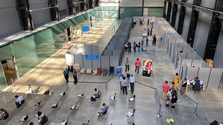 Un centre de vaccination contre le Covid-19 à Londres (Royaume-Uni), le 31 juillet 2021. (EYEPRESS NEWS / AFP)