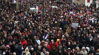 """Des """"foulards rouges"""" défilent à Paris, le 27 janvier 2019. (ALAIN JOCARD / AFP)"""