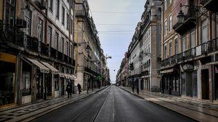 La rua da Prata, à Lisbonne, le 19 mars 2020. (PATRICIA DE MELO MOREIRA / AFP)