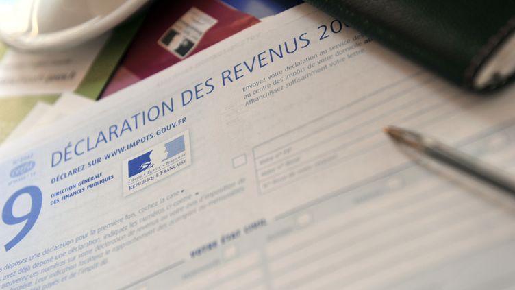 Une déclation d'impôt sur le revenu (illustration). (ETIENNE LAURENT / AFP)