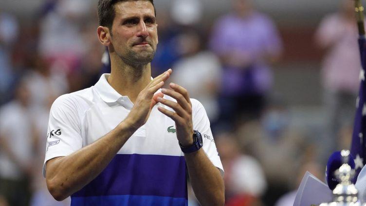 Novak Djokovic n'a pas su retenir ses larmes à l'issue de la finale de l'US Open 2021. (KENA BETANCUR / AFP)
