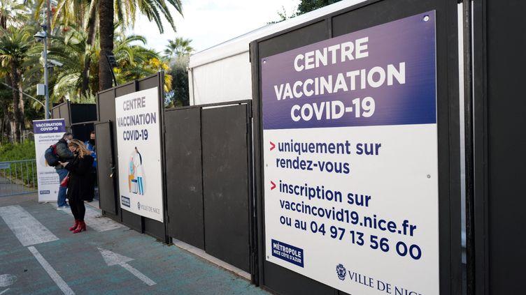 Un centre de vaccination à Nice, le 11 janvier 2021. (VALERY HACHE / AFP)