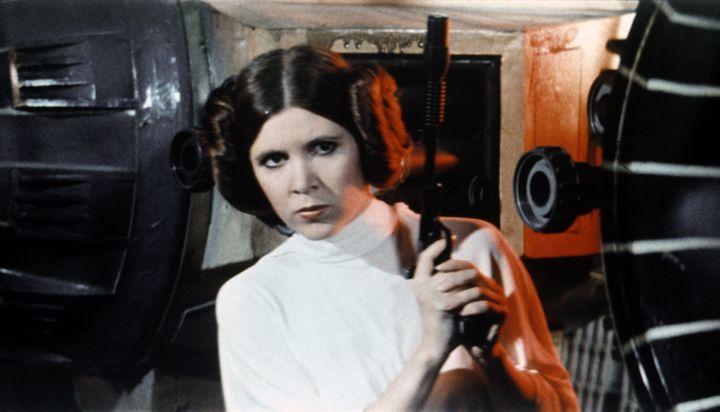 Carrie Fischer interprétant la Princesse Leïa dans Star Wars : Un nouvel espoir. (LUCASFILM / TWENTIETH CENTURY FO)