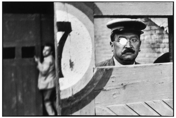 Espagne. Valence. 1933. (HENRI CARTIER-BRESSON / MAGNUM PHOTOS, COURTESY FONDATION HENRI CARTIER-BRESSON)