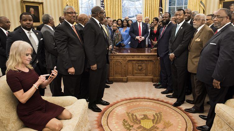 La conseillère de Donald Trump, Kellyanne Conway, le 27 février 2017 à la Maison Blanche. (BRENDAN SMIALOWSKI / AFP)