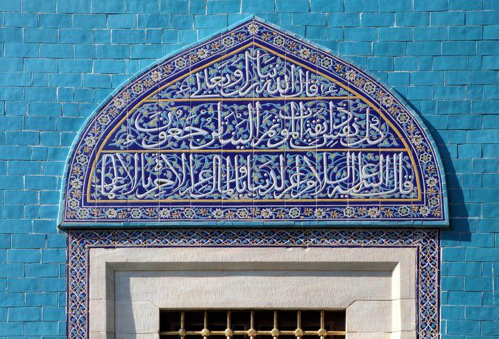 Tuiles d'Iznik couvertes d'inscriptions en arabe, sur le mur extérieur du Mausolée vert(Yesil Turbe en turc), mausolée du cinquième sultan ottoman,Mehmed I, à Bursa, dans le nord-ouest de la Turquie. Il fut édifié par son fils, peu de temps après sa disparition (1421).  (Manuel Cohen via AFP)