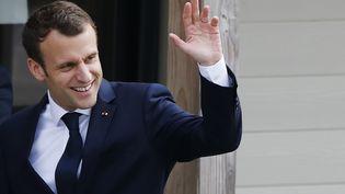 Le président de la République, Emmanuel Macron, le 12 avril 2018 à Berd'huis (Orne). (CHARLY TRIBALLEAU / AFP)