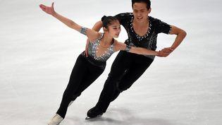 Ryom Tae-ok et Kim Ju-sik, qui représenteront la Corée du Norden patinage artistique aux JO de Pyeongchang (Corée du Sud), ici lors d'une épreuve à Oberstdorf (Allemagne), le 28 septembre 2017. (CHRISTOF STACHE / AFP)