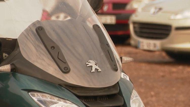 L'usine de scooters Peugeot à Mandeure (Doubs) connaît des difficultés. Dessalariés sont au chômage partielet n'ont travaillé que trois jours dans le mois. (FRANCE 2)