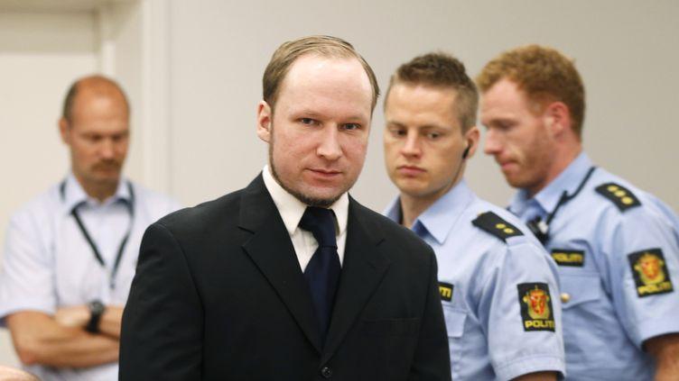 L'extrémiste norvégien Anders Breivik, jugé pour le meurtre de 77 personnes en juillet 2011, arrive à son procès à Oslo (Norvège), le 11 juin 2012. (ASERUD LISE / AFP)
