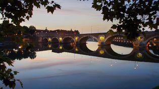 Couché de soleil sur le Pont Neuf à Toulouse. (XAVIER DE FENOYL / MAXPPP)