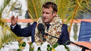 Emmanuel Macron, lors d'un discours donné depuis l'archipel de Tuamotu, en Polynésie française, le 26 juin 2021. (LUDOVIC MARIN / AFP)