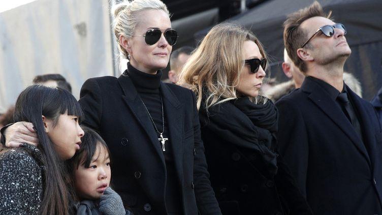 Laeticia Hallyday, Laura Smet etDavid Hallyday, le 9 décembre 2017 à Paris. (YOAN VALAT / AFP)