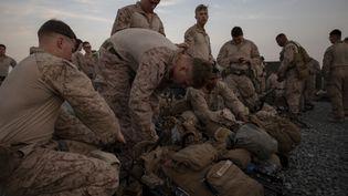Des marines américains se préparent à quitter le Koweït pour renforcer la sécuritéde l'ambassade de Bagdad (Irak), le 31 décembre 2019. (ROBERT GAVALDON / DOD / AFP)