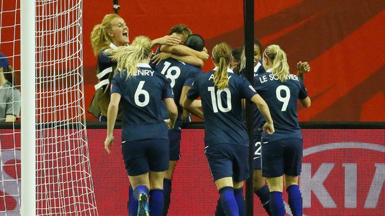 (Les Françaises se sont qualifiées pour les quarts de finale du Mondial en battant la Corée-du-Sud © REUTERS/Jean-Yves Ahern)