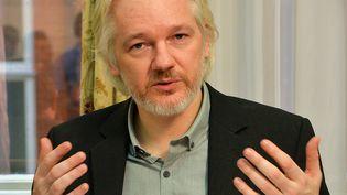 Julian Assange, le fondateur de WikiLeaks, photographié le 18 août 2014 à l'ambassade d'Equateur à Londres (Royaume-Uni). (JOHN STILLWELL / AFP)