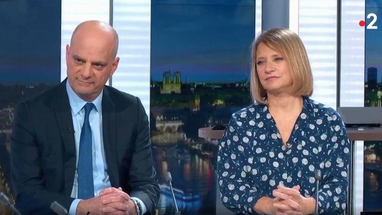 """Le ministre de l'Education nationale Jean-Michel Blanquer et l'infectiologue Karine Lacombe, le 13 mars 2020 sur le plateau du """"20 heures"""" de France 2. (FRANCE 2)"""
