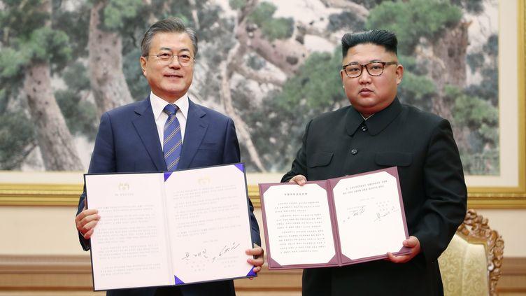 Le président sud-coréen Moon Jae-in et son homologue Kim Jong-un, le 19 septembre 2018 à Pyongyang (Corée du Nord). (PYEONGYANG PRESS CORPS)