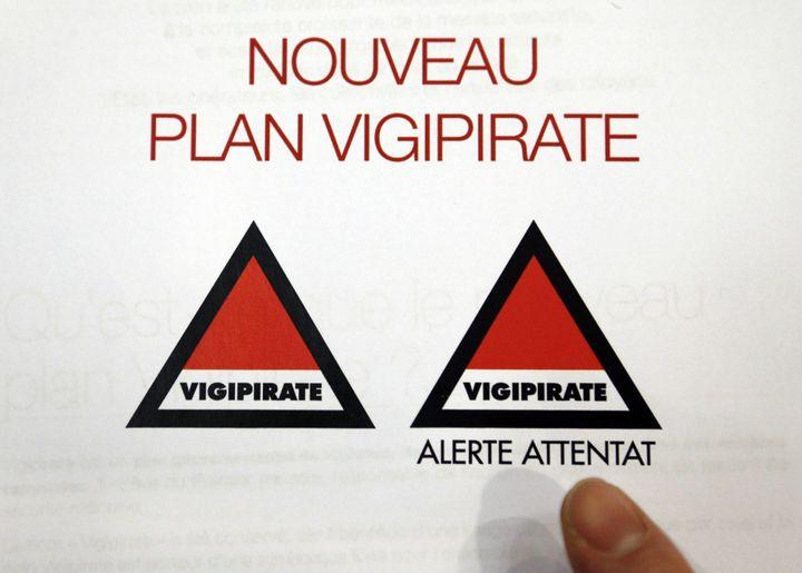 La nouvelle formule du dispositif Vigipirate présentée, le 13 février 2014, à Paris. (FRANCOIS GUILLOT / AFP)