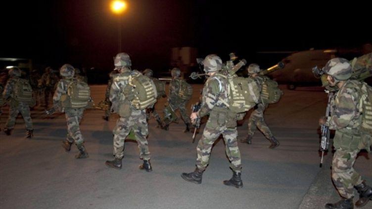 Soldats de la force française Licorne à l'aéroport d'Abidjan (3/4/2011) (AFP / ECPAD / Sch Blanchet)