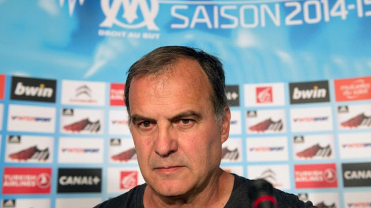 Marcelo Bielsa, symbole de la nouvelle vague d'entraîneur en Ligue 1 (BERTRAND LANGLOIS / AFP)