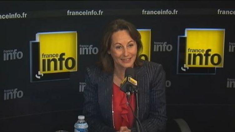 Ségolène Royal, la présidente de la région Poitou-Charentes et ex-candidate à la présidentielle, le 7 mai 2012 au micro de France Info. (FTVI / FRANCE INFO)