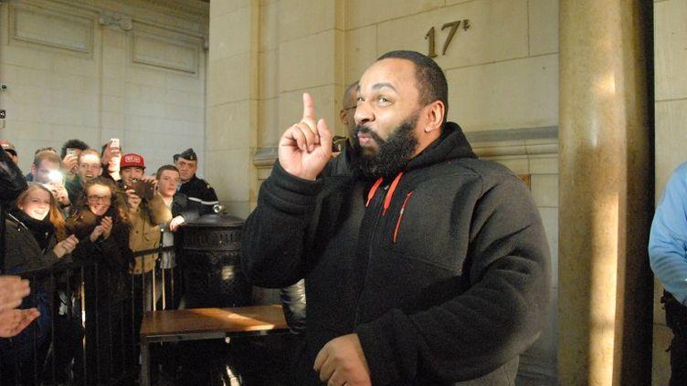 Dieudonné au tribunal de Paris le 13 décembre 2013. (PATRICE PIERROT / CITIZENSIDE / AFP)