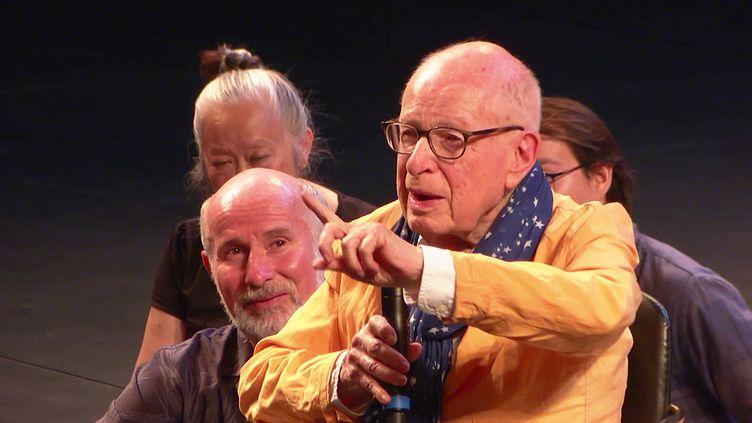 """Peter Brook lors d'un atelier au TNP Villeurbanne autour de """"La tempête"""" de Shakespeare (France 3 Aura)"""