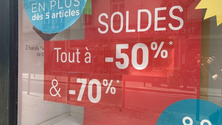 Fin des soldes d'été à Paris, le 11 août 2020. (AUDREY MORELLATO / FRANCE-INFO)